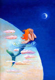 一个年轻美人鱼看对月亮 免版税库存图片