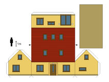 一个黄色家庭房子的纸模型 免版税库存照片