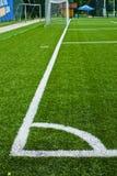 一个绿色空的足球场的角落在贝尔格莱德 库存图片