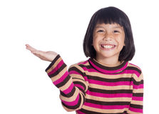 一个年轻逗人喜爱的女孩提高她的手和微笑被隔绝在白色 免版税图库摄影