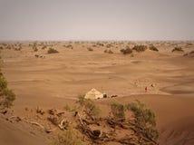 一个巴巴里人阵营在沙漠 库存图片