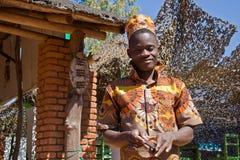 一个年轻非洲人的画象有手机的 库存照片