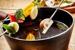 一个素食涮制菜肴的新鲜的有机菜 图库摄影