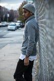 一个年轻,黑人行家为在NYC的一张坦率的照片摆在 免版税库存照片