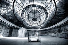 一个abanddoned能源厂的控制室 免版税库存照片