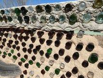 一个Earthship家的墙壁在新墨西哥 免版税库存图片