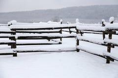 一个fafulous多雪的畜栏的照片作为冬天背景 图库摄影