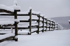 一个fafulous多雪的畜栏的照片作为冬天背景 免版税图库摄影