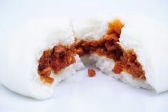 一个splited烘烤红色猪肉中国人小圆面包 免版税库存照片