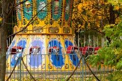 一五颜六色的Ñ  arousel在游乐园 免版税库存图片