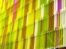 一些丙烯酸酯的塑料板料内部七的水平白色和颜色 免版税库存图片