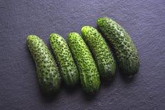 一些个新鲜的嘎吱咬嚼的黄瓜 库存图片