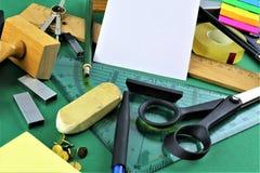 一些书桌器物的概念图象有拷贝空间的 库存图片