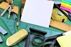 一些书桌器物的概念图象有拷贝空间的 免版税库存照片