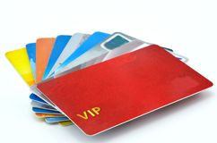 一些信用卡在白色背景中 免版税库存图片