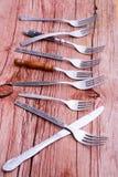 一些土气叉子和一把唯一刀子 库存图片
