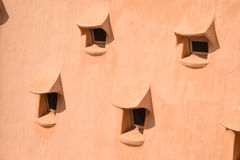 一些在一个有机织地不很细屋顶的小窗口 库存照片