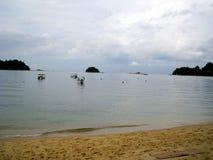 一些小船在邦咯岛,马来西亚海边  库存图片