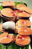 一些新鲜的鲑鱼排 免版税库存图片