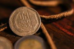 一些秘鲁货币 免版税库存照片