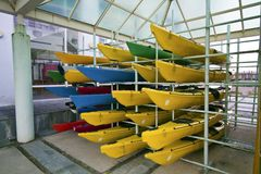 一些颜色独木舟 库存照片