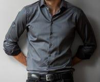 一件巧妙的男式衬衫的播种的顶头人 免版税图库摄影