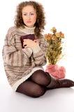 一件毛线衣的女孩与书 免版税图库摄影