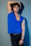 一件蓝色衬衣的人 免版税库存照片