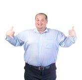 一件蓝色衬衣的愉快的肥胖人 免版税库存照片