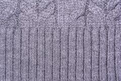 一件被编织的毛织物品的表面的纹理与猪尾样式的,抽象背景 库存图片