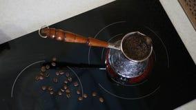 一份可口芳香咖啡在酿造的火炉 免版税图库摄影
