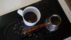 一份可口芳香咖啡在酿造的火炉 HD 免版税图库摄影