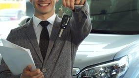 一位代表性卖主把握关键到一辆新的汽车 股票视频
