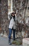 一位俏丽的女孩摄影师 图库摄影