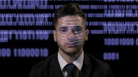 一位典雅的软件开发商程序员的画象与数据和蓝色一起使用在黑背景射出了计算机编码- 股票视频