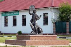 一位农夫的雕塑有硬币的, Lepel,白俄罗斯 图库摄影