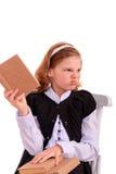 一位女小学生的画象有无兴趣的书的 免版税图库摄影