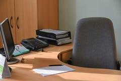 一位官员的工作场所在办公室 免版税库存照片
