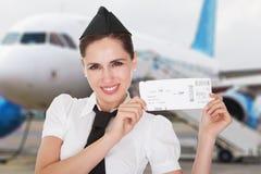 一位年轻空中小姐的画象 免版税库存照片
