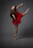 一位愉快的芭蕾舞女演员的画象 免版税库存图片