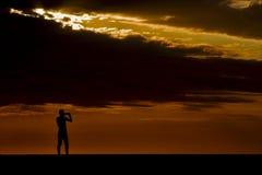 一位摄影师的照片日落的在马达加斯加 免版税库存图片