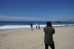 一位摄影师的照片海滩的 库存图片