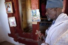一位教士在教会,埃塞俄比亚里 库存照片