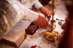 一位教士的手寺庙的 免版税库存照片