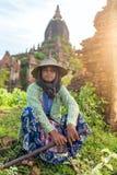 一位未认出的缅甸农夫的画象在Bagan,缅甸 免版税图库摄影