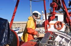 一位渔夫在港口 免版税库存照片