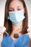 一位牙医的特写镜头在工作 库存照片