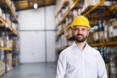 一位男性仓库工作者或监督员的画象 免版税库存照片