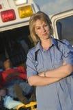 一位确信的女性EMT医生的画象 免版税库存照片
