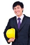 一位英俊的工程师微笑的诉讼 免版税库存照片